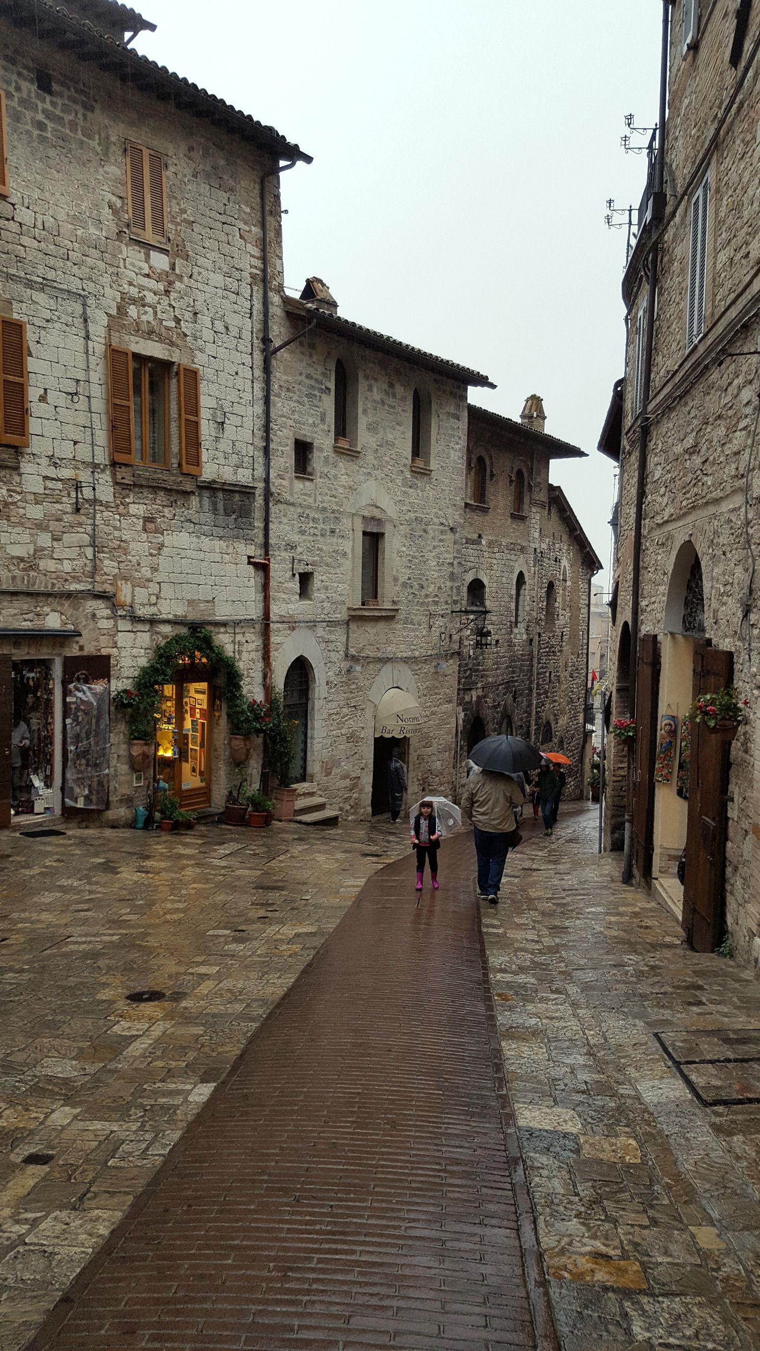 Weekend in umbria un itinerario a portata di bimbo - Porta san giacomo assisi ...
