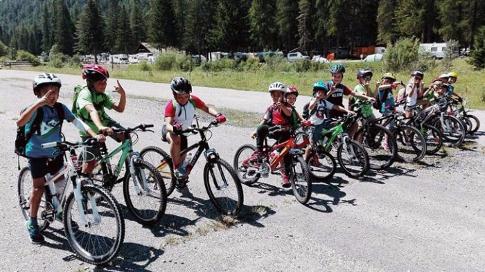 Cortina d'estate con i bambini