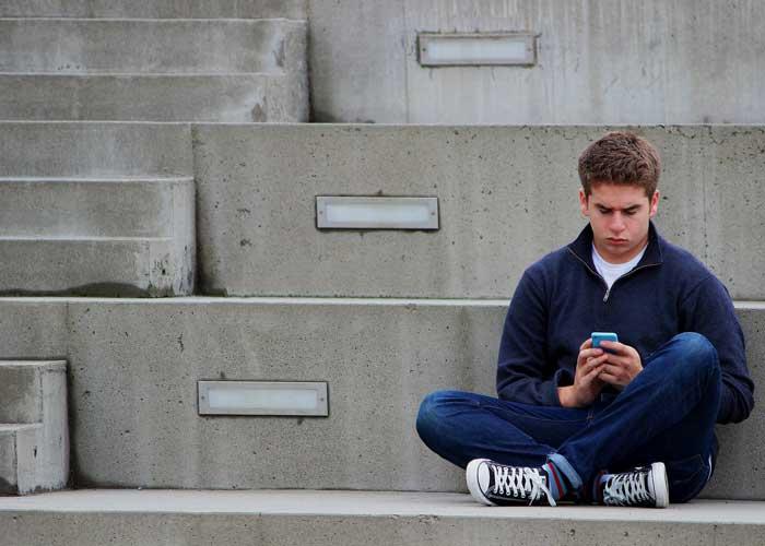 come comportarsi con un figlio adolescente