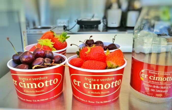 food truck a roma di frutta e verdura
