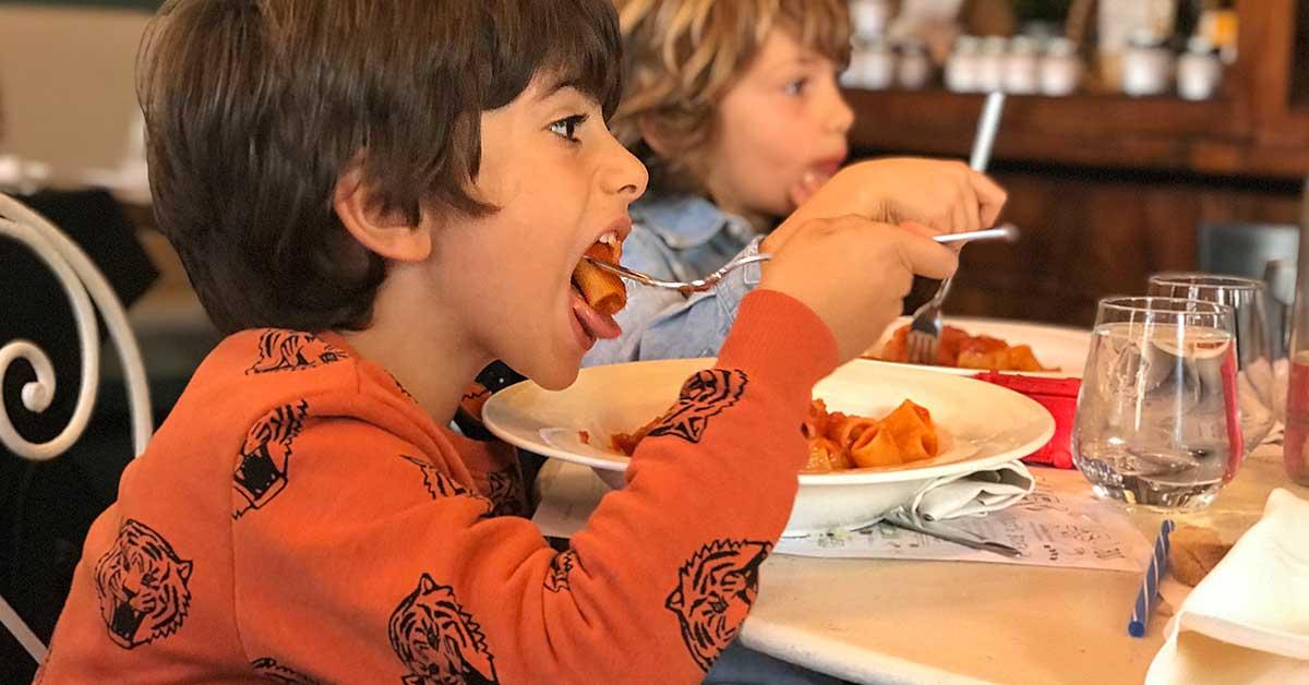 stare a tavola con i bambini consigli