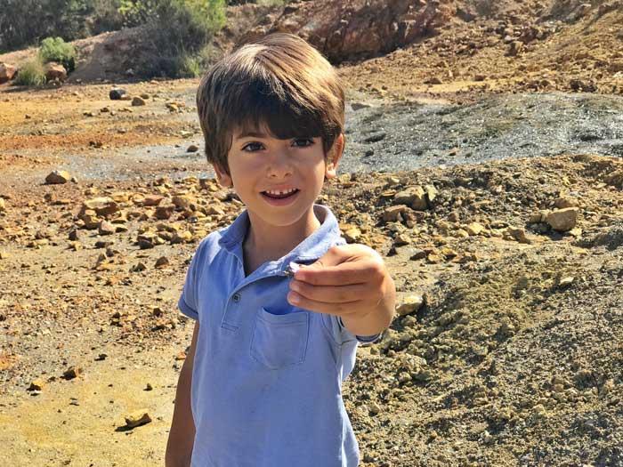 elba-in-autunno-miniera-rio-marina-bambini
