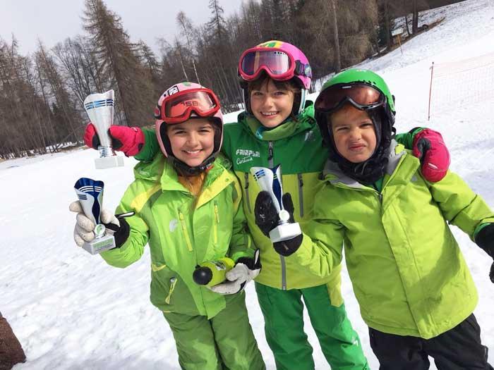 Lezioni di sci invernali per bambini