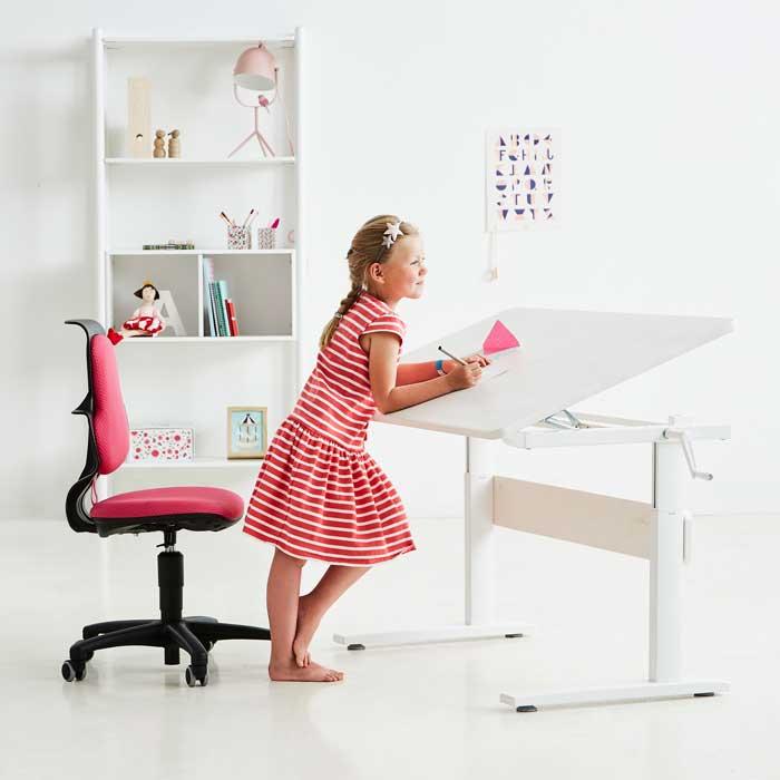 La cameretta e la scrivania per fare i compiti