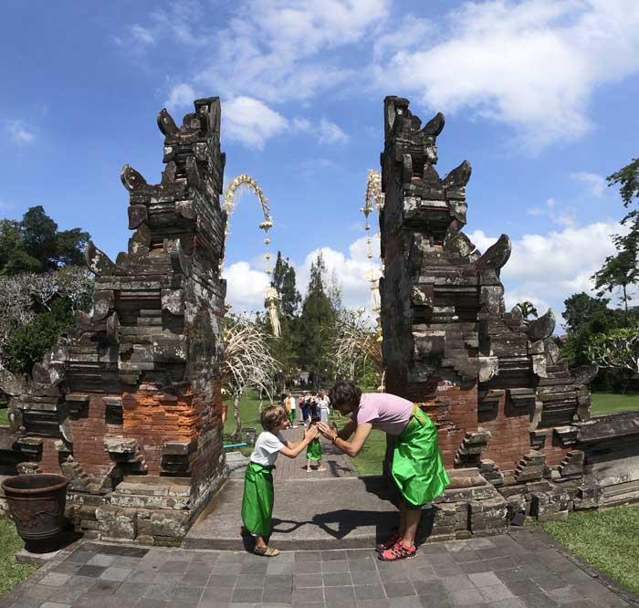 indonesia con bambini bali flores