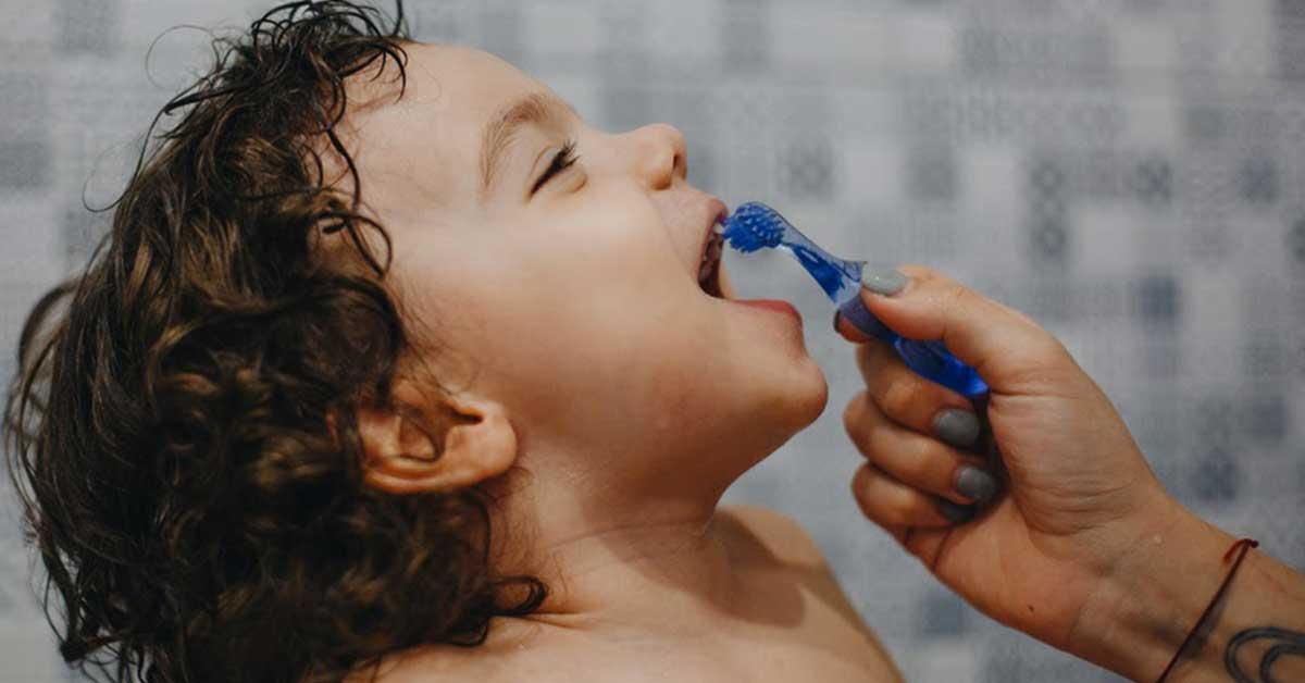bambini-lavare-denti
