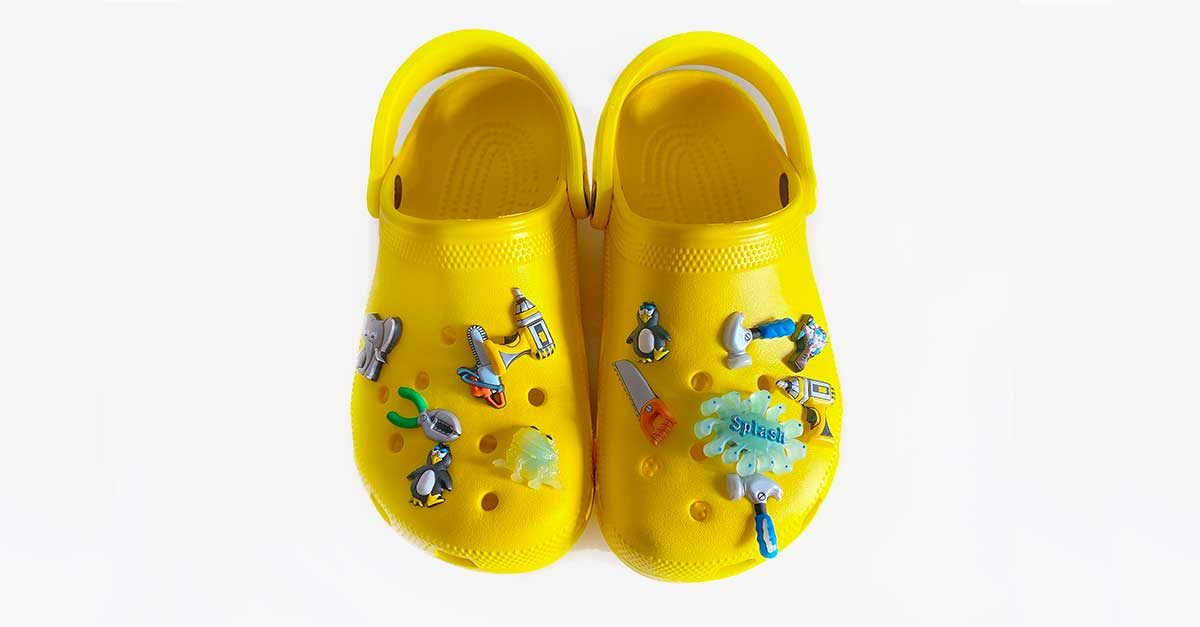 crocs-colorate-con-accessori